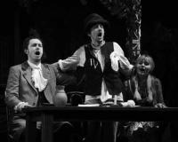 Ров с водой и крепостная стена/О детских спектаклях во взрослых театрах